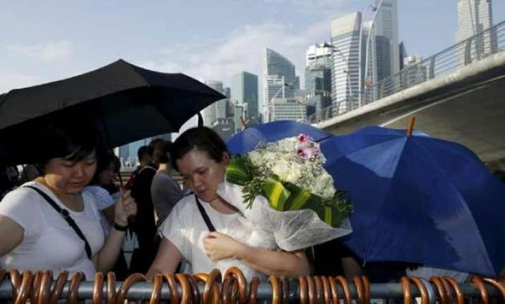 crowds pay last respects to late singapore s founder lee
