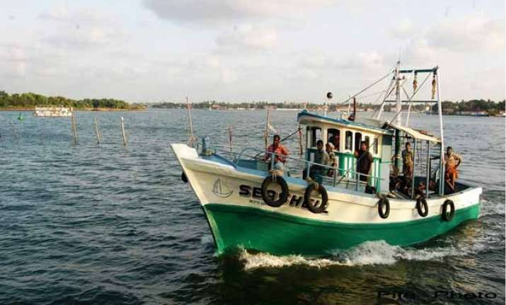 pakistan captures 2 boats with 12 indian fishermen off