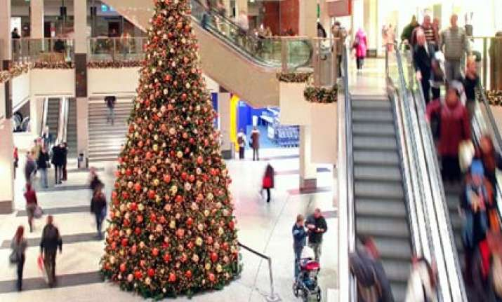 gimmicks longer hours greet us holiday shoppers