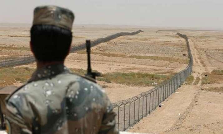 saudi arabia to build military base near yemen border