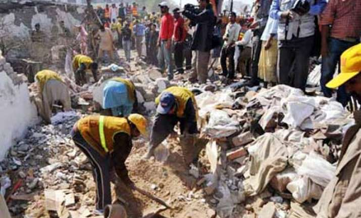 13 killed 80 injured in taliban suicide attack in lahore