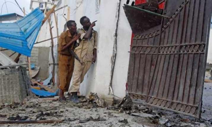 15 dead in somalia hotel blast