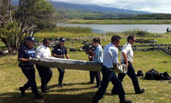 plane debris in indian ocean same type as mh370 us official