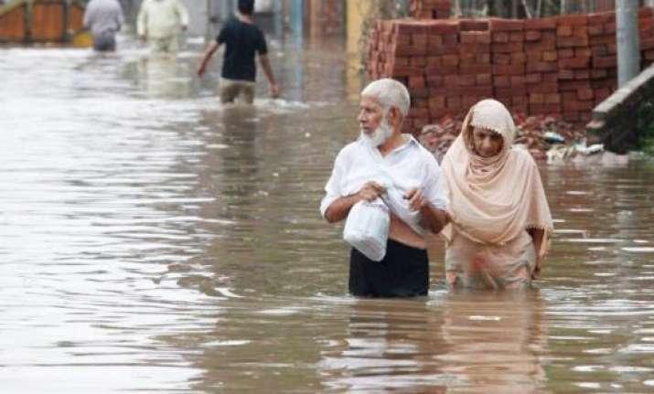 rain triggers flash floods in pakistan