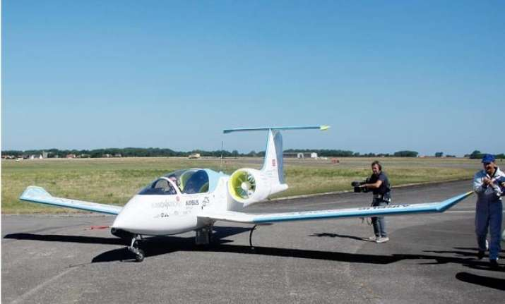 airbus electric plane to fly across english channel
