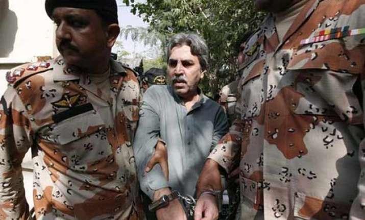 pakistan court remands 28 mqm members in custody