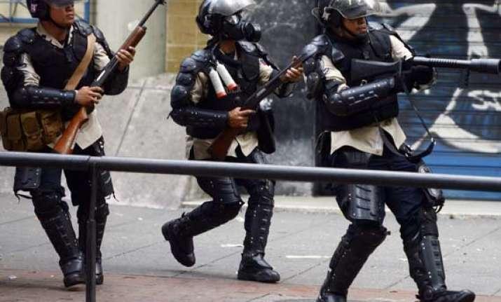 33 break out of venezuelan jail