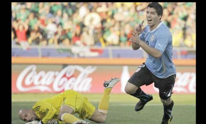 uruguay sail into second round after 1 0 win