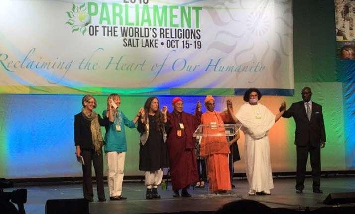 indian jain muni inaugurates parliament of world religions