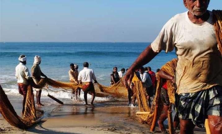 sri lankan navy frees 102 indian fishermen