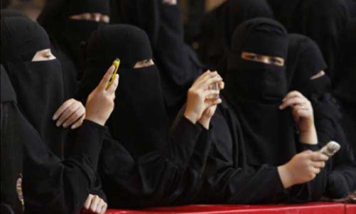 indian unpaid women workers sent home from saudi arabia