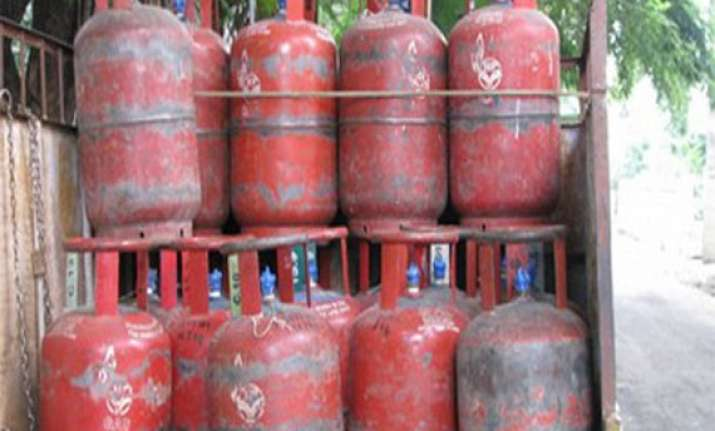 indian oil blocks 10.2 lakh domestic lpg connections