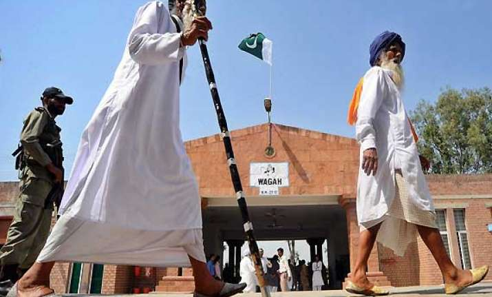 indian sikh pilgrims cross into pak on foot via wagah border