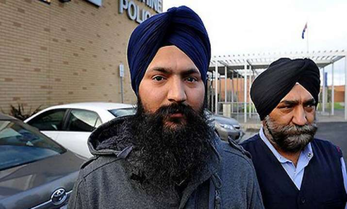 indian sikh cab drivers beaten up robbed in melbourne