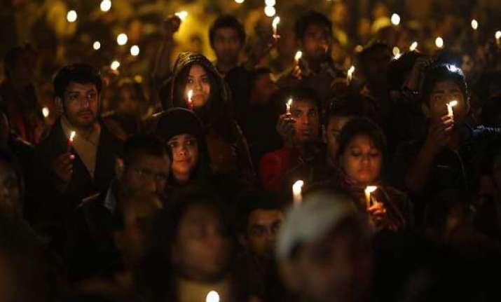 indians abroad hold candle light vigil for delhi gang rape