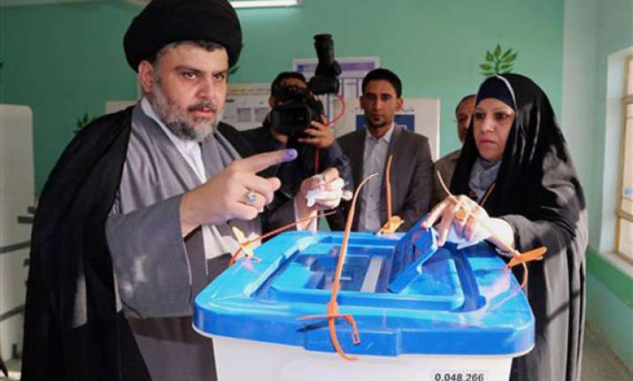 iraqis brave threat of violence to cast ballots