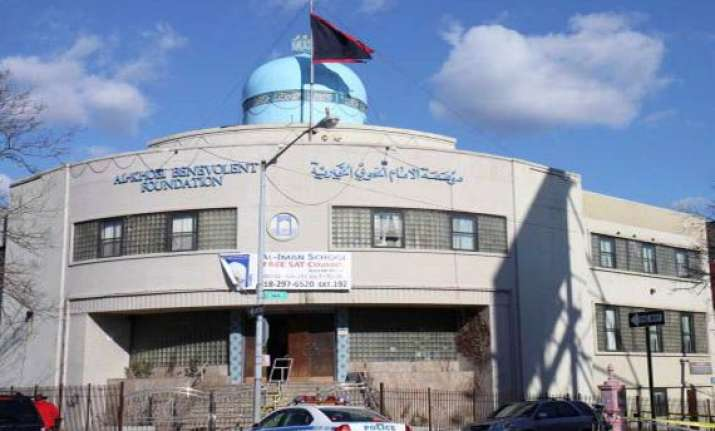 ny police steps up security around temple islamic centre