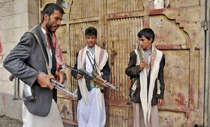 islamic militants tighten grip on south yemen town