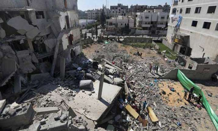 israel widens offensive thousands of gazans flee homes