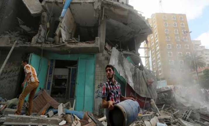 israel expands gaza offensive death toll spirals to 425
