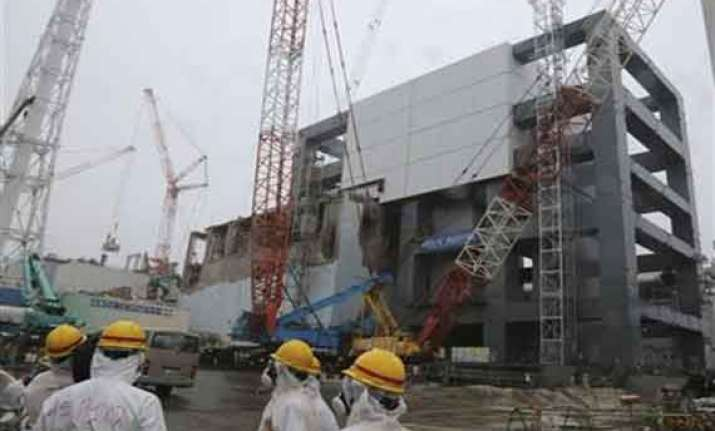 japan oks fuel removal from pool at nuke plant