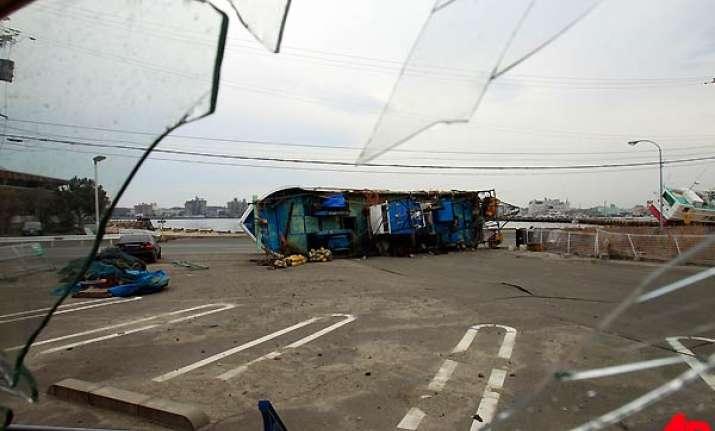 japan lifts new tsunami warning after 7.4 quake