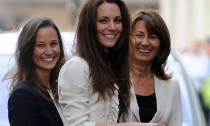 kate spends night in london hotel with sister mother