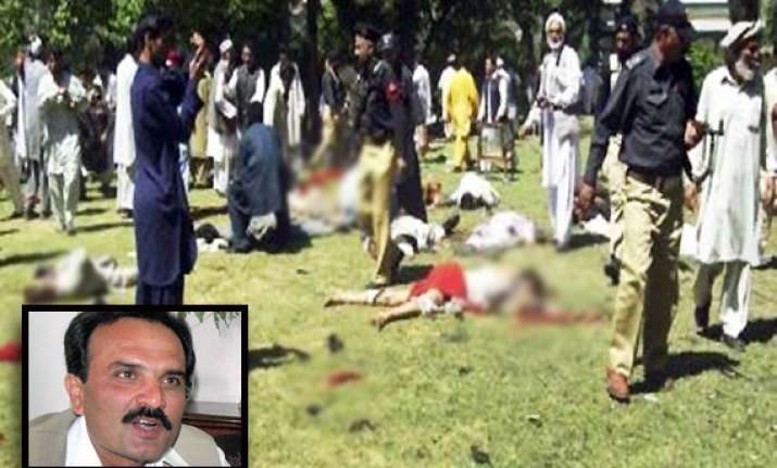 khyber pakhtunkhwa cm escapes in bomb attack seven killed