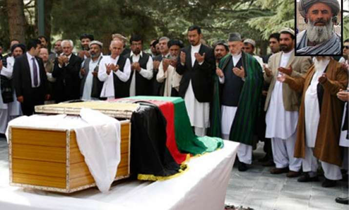 killer of karzai s aide received calls from pakistan