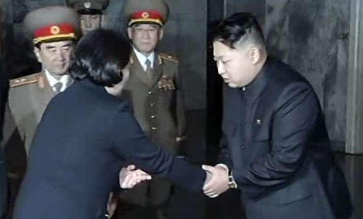 kim jong un meets south korean delegation