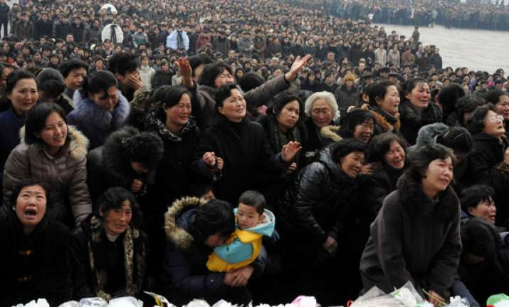 lakhs of mourners turn up to pay respects to kim jong il