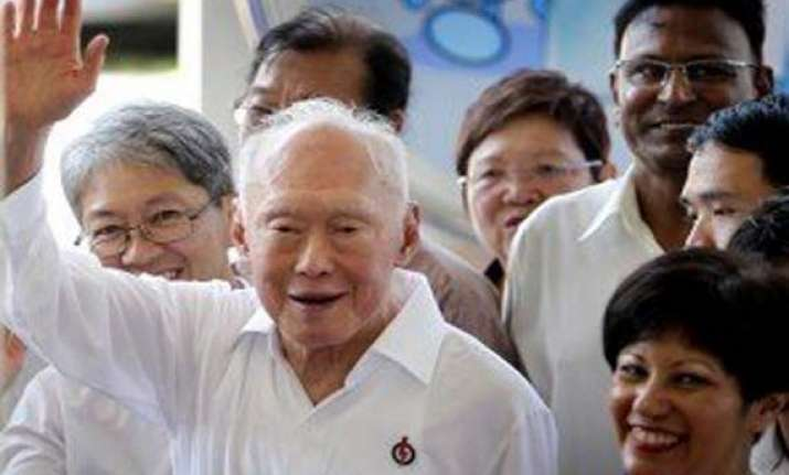 lee kuan yew out of hospital