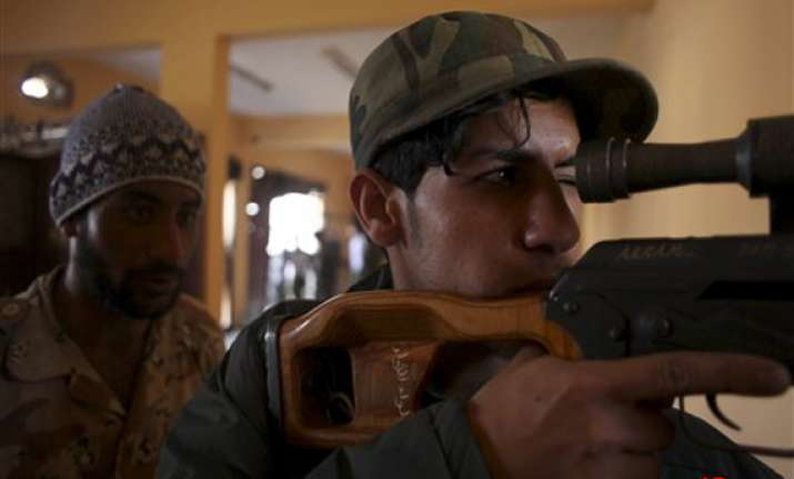libya fighters in new push on gaddafi desert redoubt