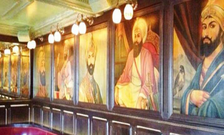 los angeles bar removes pictures of sikh gurus