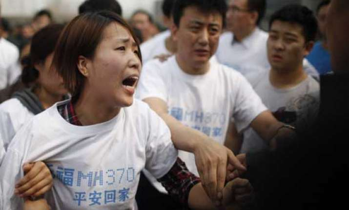 malaysia airlines asks kin of mh370 passengers to go home