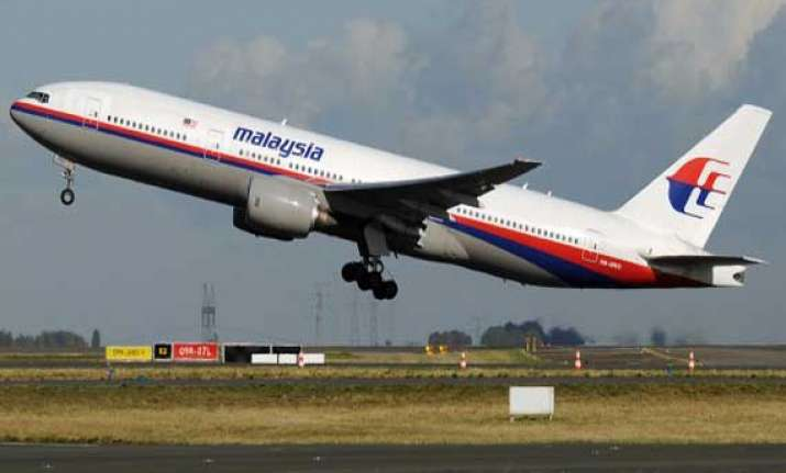 malaysia vows to track down mh370 authors claim foul play