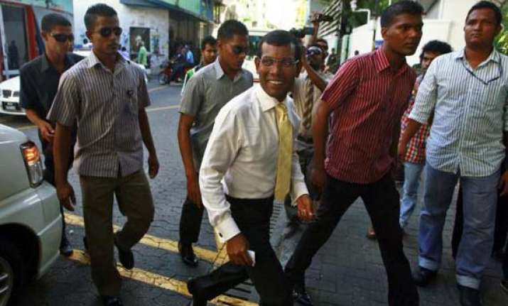 maldives court asks police to produce nasheed