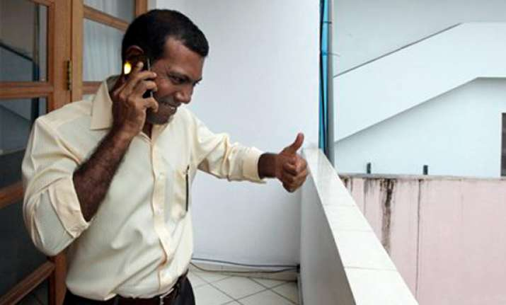 maldives ex president nasheed awaits arrest
