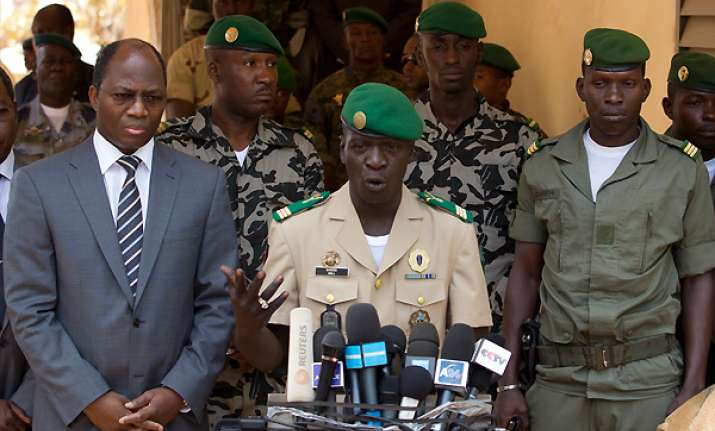 mali coup leader reinstates old constitution
