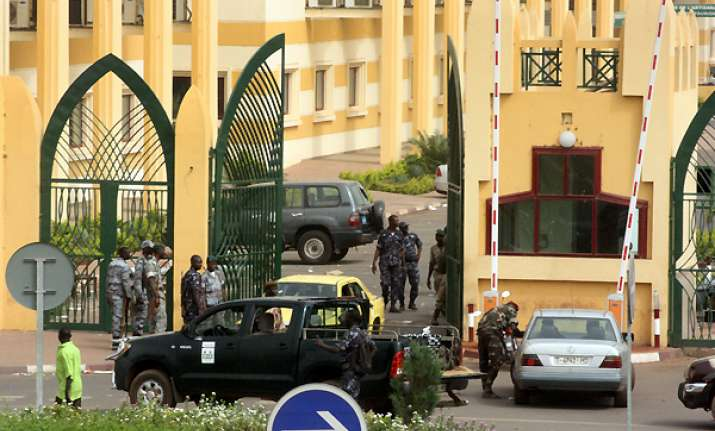 mali junta shuts borders after coup president safe