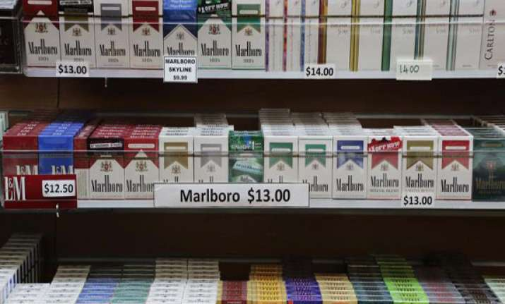 nyc council votes to make tobacco buying age 21