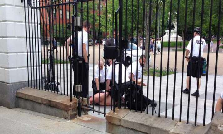 naked man arrested outside white house