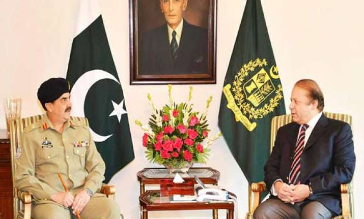 nawaz sharif meets pak army chief to discuss political