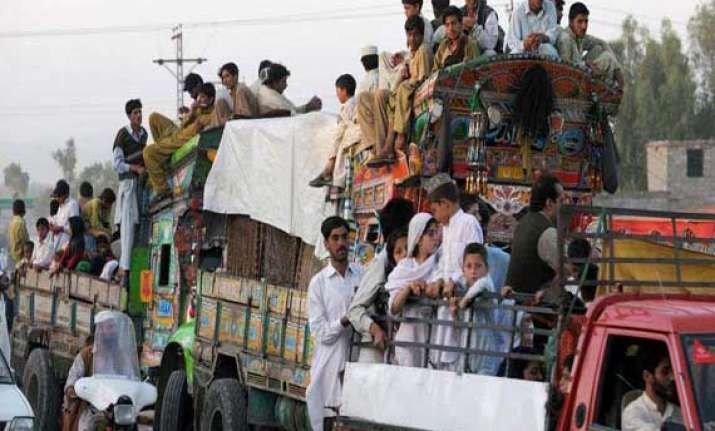 nearly 100 pakistanis flee to afghanistan un