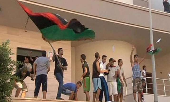 nearly 1 200 prisoners flee libyan jail