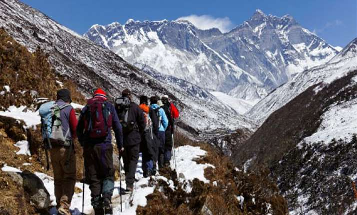 nepal to deploy security guards on mt everest to avert