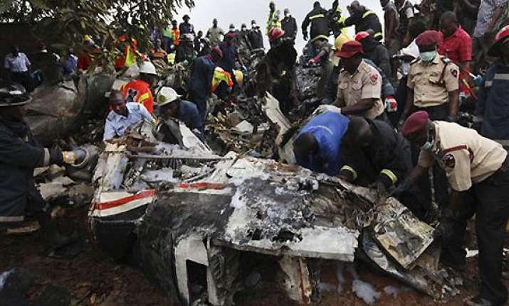 nigeria 14 killed as plane nosedives in lagos