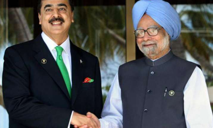 no structured meeting between singh and gilani in seoul