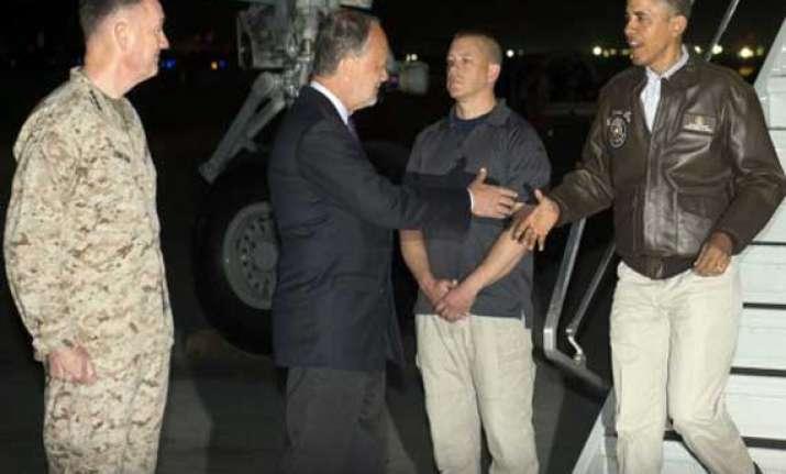 obama slips into afghanistan to visit us troops