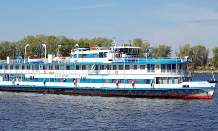 one dead 97 missing as cruise ship sinks on russia s volga